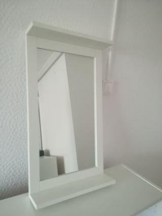 Espejo de baño de pared.