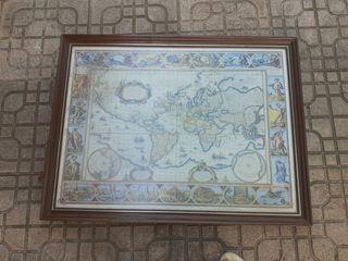 Bello cuadro mapamundi o carta náutica. Con mancha