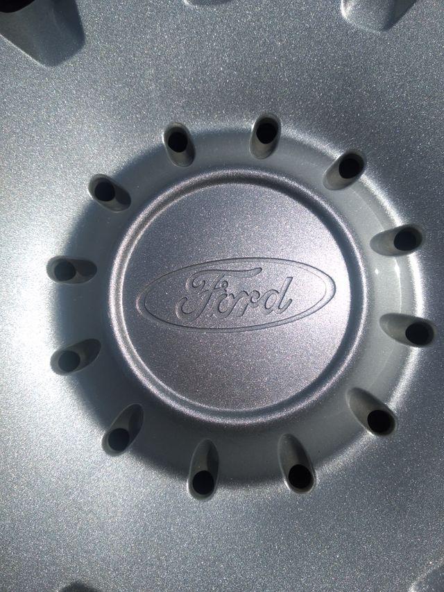 tapacubos originales de Ford