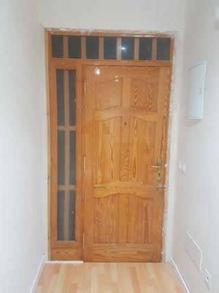 vendo puerta de entrada completa