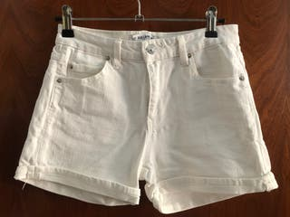 Short blanco Pull & Bear Talla 32