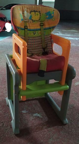 Trona convertible en taula i cadira