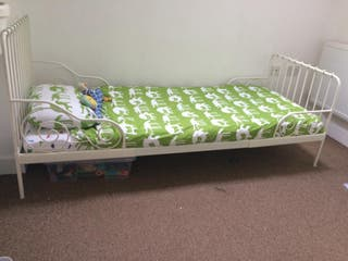 Extendable toddler bed white + slatted bed base