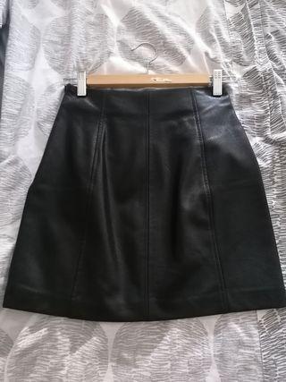 falda corta negra - estilo cuero