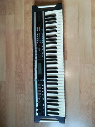 Sintetizador Korg X50