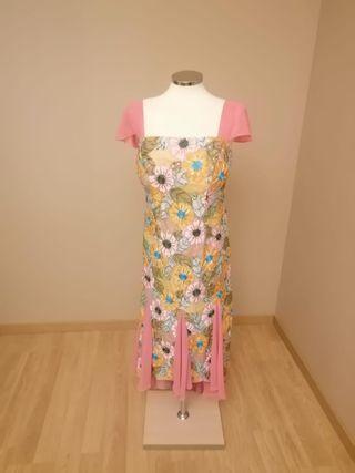 Vestido largo fiesta, pedrería y organza rosa