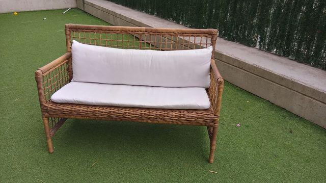 Sofá jardin de mimbre para exterior.