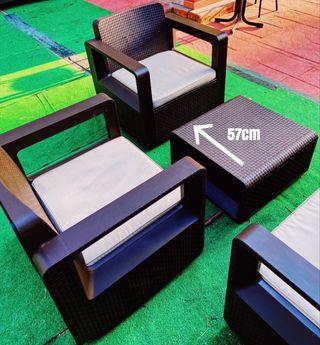 Conjunto sofá y sillas jardín o patio exterior