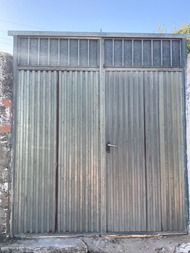 VENDO PUERTA DE ENTRADA
