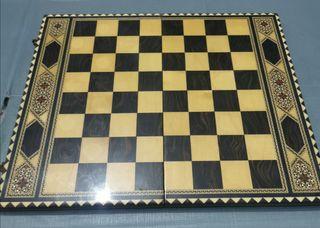 Juego de madera antiguo ajedrez y bagamon muy bien