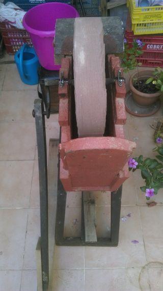 Antigua afiladora a pedal