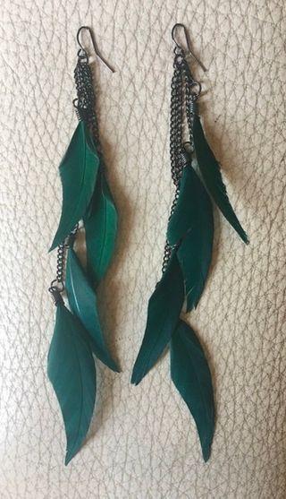 Pendiente plumas verde esmeralda