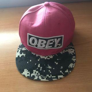 Obey rosa con efecto marmol