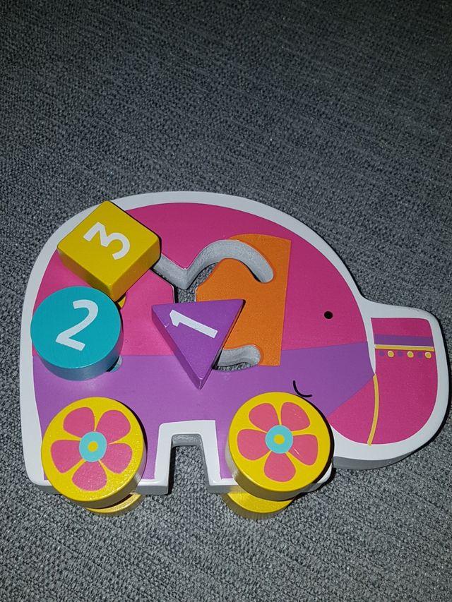 Juguete de madera elefante con ruedas