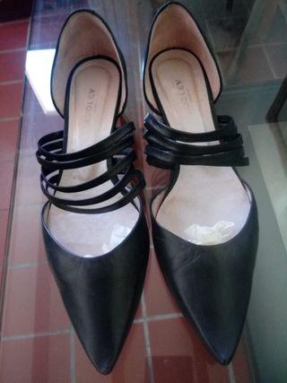 Zapatos de piel con cuña