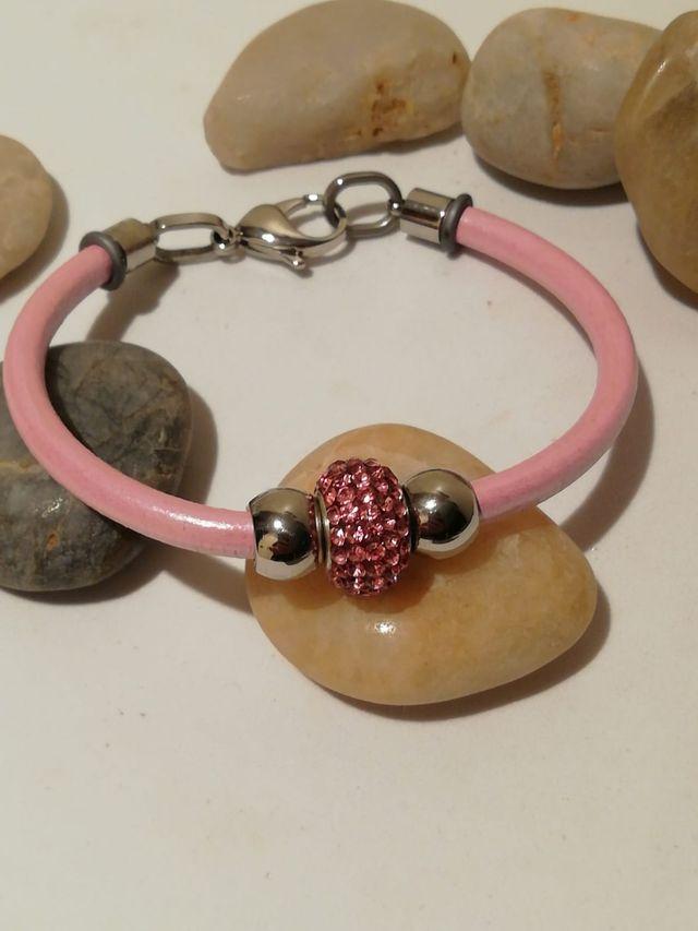 pulsera de cuero rosa