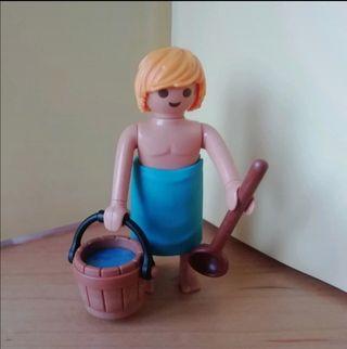 Figura Playmobil serie 18. Nórdico en sauna.