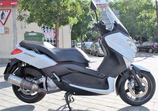 YAMAHA 250 XMAX