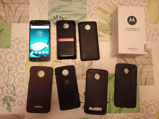 Teléfono Moto Z Play + Moto Mod y accesorios