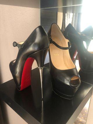 Zapatos talla 40 marca CHRISTIAN LOUBOUTIN