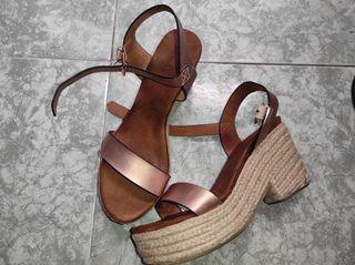 Sandalias con plataforma, de piel, doradas, n°40