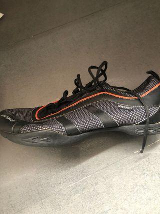 Zapatillas ciclismo con calas.