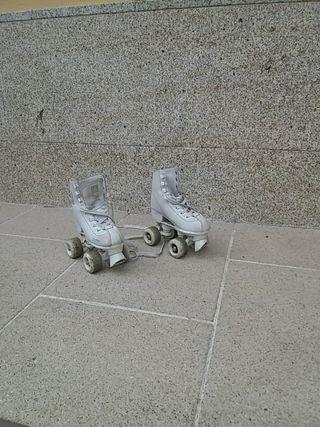 Patines de bota con ruedas. Talla 31