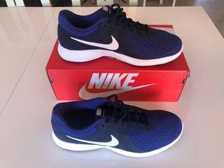 Nike RUNNING Revolution.