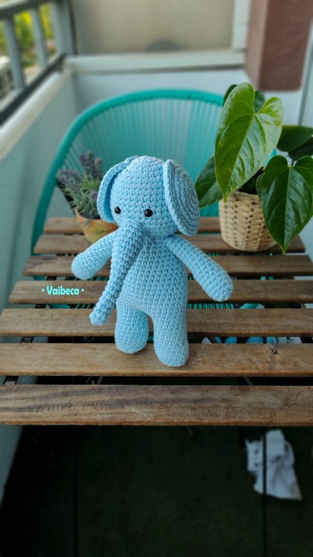 Muñeco elefante de ganchillo/crochet para bebés