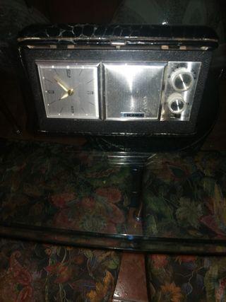 radio despertador antiguo marca kAWA