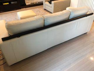 Sofá de tres plazas, como nuevo, marca Kanaba