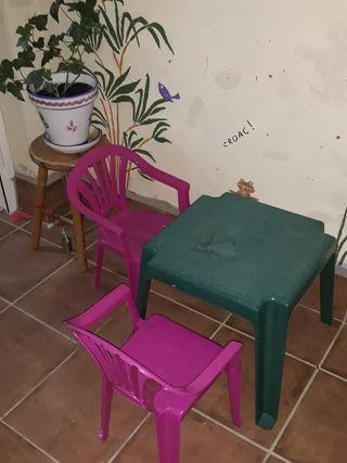 sillas y mesa infantil terraza