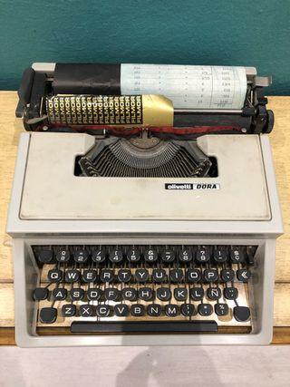Se vende máquina de escribir Olivetti Dora
