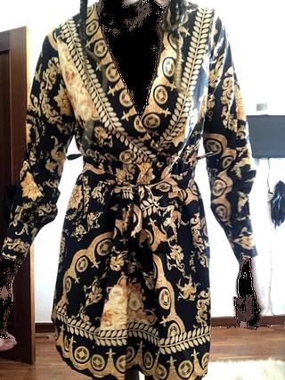 vestido nego y oro