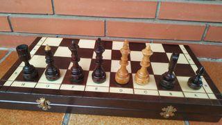 ajedrez de madera nuevo
