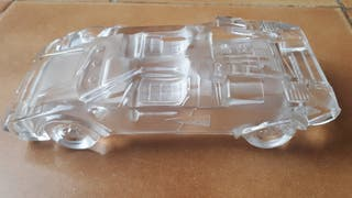 figura de coche en cristal