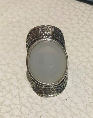 Anillo color plata piedra grande bohemio