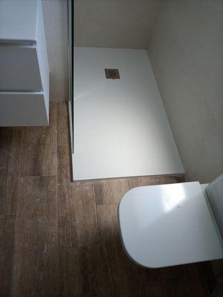 albañil reforma su baño .reformas en general