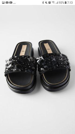 Sandalia negra lentejuellas