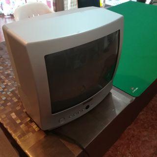 Televisión Basic Line Modelo BL1400TD