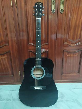 Guitarra acústica Fender Squier.