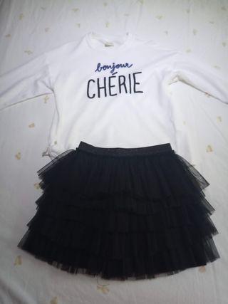 camiseta y falda de niña