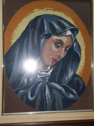 Cuadro de la Virgen bordado a punto de cruz