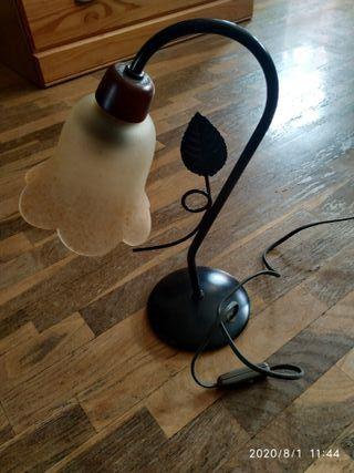 Cabecero con lámpara techo y mesitas