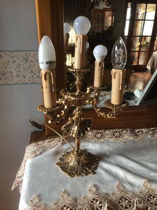 Dos candelabros en perfecto estado