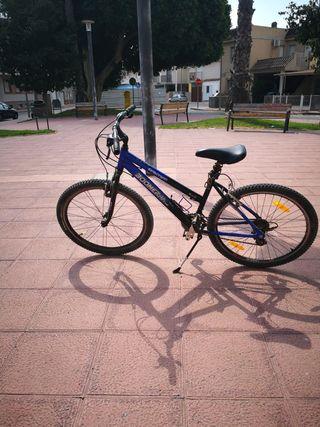 bicicleta con amortiguador y con marchas
