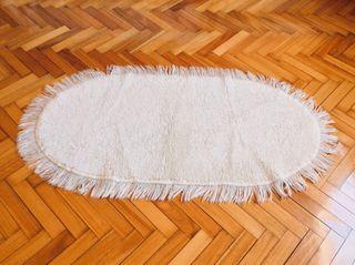 Alfombra pie de cama blanca nueva