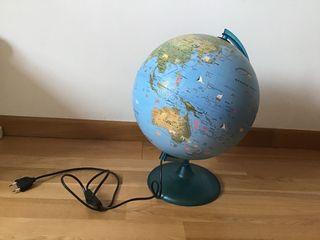 Bola del mundo. Con luz.