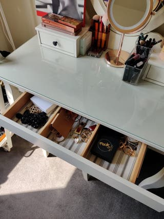 Dressing table AS NEW
