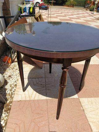mesa con su cristal